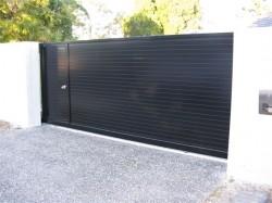 Horizontal Slat No Gaps with Pedestrian Gate Inbuilt